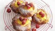 Puddingbroodjes! Het lekkerst als ze zelfgemaakt zijn natuurlijk. Zo maak je ze. #ontbijt #pasen