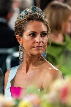 Princess Madeleine of Sweden in her grandmother's aquamarine tiara Victoria Prince, Crown Princess Victoria, Princess Estelle, Princess Sofia, Beauty And Fashion, Royal Fashion, Banquet, Prix Nobel, Swedish Royalty