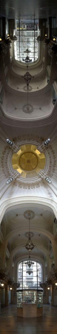 Palacio #Barolo diseñado por el arquitecto italiano Mario #Palanti replicando la estructura del universo según La Divina Comedia de #Dante. La planta baja y el sótano representarían el Infierno,