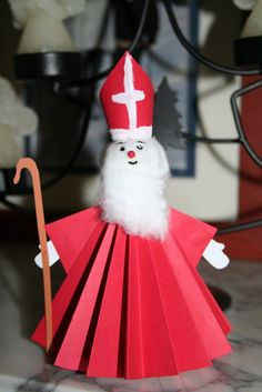 3d knutsel: Sinterklaas vouw/knutselwerkje Preschool Crafts, Kids Crafts, Craft Projects, St Nicholas Day, Kindergarten Projects, Christmas Arts And Crafts, Religion Catolica, Winter Christmas, Art For Kids