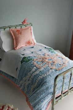 Beautiful old fashioned Chenille Bedspread and Pillow set for Blythe
