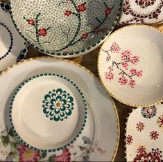 NL Start met stippen The post Dots Design.NL Start met stippen appeared first on Glas ideen. Pottery Painting Designs, Paint Designs, Pottery Art, Dot Art Painting, Ceramic Painting, Ceramic Art, Dots Design, Plate Design, Pottery Lessons