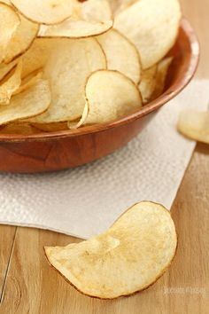 Homemade Salt and Vinegar Potato Chips will make you question why you buy chips in the first place. Vinegar powder gives these chips that lip-smacking flavor, just like store-bought Yummy Snacks, Snack Recipes, Cooking Recipes, Yummy Food, Salt And Vinegar Potatoes, Salt And Vinegar Chips Recipe, Homemade Chips, C'est Bon, Love Food