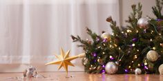 31 Tips for a Stress-Free Christmas It's the most wonderful time of the year—but also one of the most stressful! Make the season more enjoyable by stopping stress in its tracks with these expert tips. Fall Christmas Tree, Merry Christmas Sign, 12 Days Of Christmas, Family Christmas, Beautiful Christmas, Christmas Humor, Christmas Plates, Christmas 2017, Christmas Treats