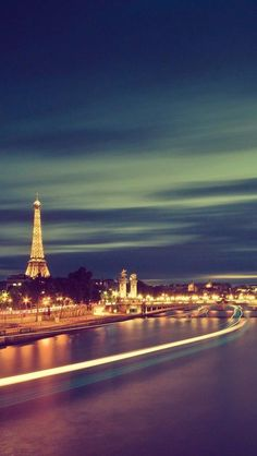 The Eiffel Tower, as Paris whizzes by. Plan your trip here: http://www.ixigo.com/travel-guide/paris