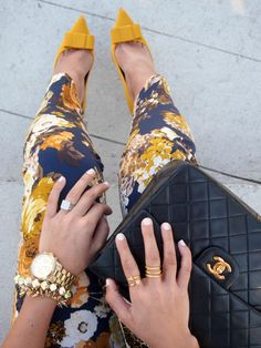 Suburban Faux-Pas: Yellow Bow Pumps, Floral pant, Chanel purse, and jewelry on point! Look Fashion, Fashion Shoes, Womens Fashion, Fashion Trends, Balmain, Valentino, Barbie, Fall Wardrobe, Everyday Fashion