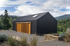 Very nice lines! So simple with the standing seam metal and wooden doors, and yet so beautiful bulding. Really inspiring work! Elk valley tractor shed fieldwork design architecture Architecture Bauhaus, Modern Architecture, Architecture Photo, Vernacular Architecture, Architecture Interiors, Architecture Student, Design Interiors, Farm Shed, Modern Barn House