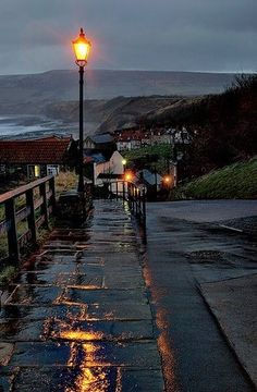 robin hoods bay Robin Hood's Bay, North Yorkshire, England. An English ballad and legend tell a story of Robin Hood encountering French pirates who came to pillage the fisherman's boats and the northeast coast. Rainy Night, Rainy Days, Robin Hoods Bay, I Love Rain, Photo Vintage, Cultural Architecture, Belle Photo, Places To Go, Beautiful Places
