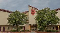 Red Roof Inn San Antonio - SeaWorld/Northwest San Antonio Red Roof Inn San Antonio - SeaWorld/Northwest is situated 14 km from River Walk and 14 km from The Alamo. Free WiFi is available throughout the property.
