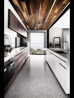 Contrasting ceiling, and colour/materials of cupboards on either side