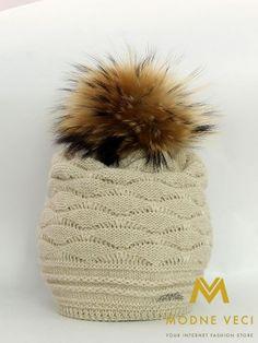 Dámska čiapka s bambuľou z pravej kožušinky 3184