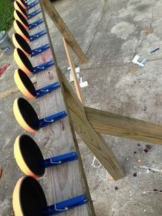Homemade target board- clothes pins on a board with clay pigeons- smart! for an archery/gun course MEDIEVAL REUNION Shooting Bench, Shooting Guns, Shooting Sports, Shooting Range, Targets For Shooting, Shooting Practice, Skeet Shooting, Wood Projects, Projects To Try