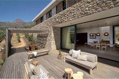 Hillside House / GASS Architecture Studios GASS Architecture Studios ha diseñado Hillside, una moderna casa de familia en Stellenbosch, Sudáfrica. S
