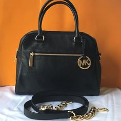 Michael Kors Bag!👜 Like new! Elegant Black  Michael Kors Bag! Gold tone hardware. Comes with gold chain leather strap. Check pics. Like new! Price firm! Michael Kors Bags