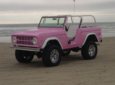 Here's a Pink Ford Bronco for the ladies that like 4 Wheelin' – En Güncel Araba Resimleri Ford Gt, Ford Mustang, Old Ford Bronco, Bronco Truck, Classic Bronco, Classic Cars, Classic Trucks, Audi Tt, Big Trucks