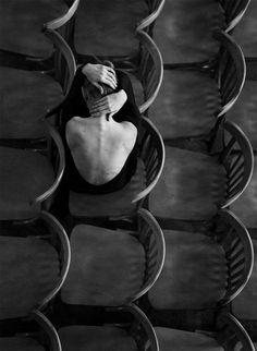 """""""Non credo che tu sia la persona in grado di guarirmi dalle ferite interiori; ma forse, in questa fase della mia vita, non ho tanto bisogno di un medico quanto di una persona che abbia una ferita simile alla mia.""""   (David Grossman """"Che tu sia per me il coltello"""")"""