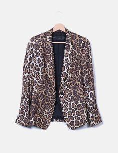 ¡Mirad la blazer de la marca Zara que tenemos a la venta en Micolet! 🧥 Con  su estampado animal print siempre estarás a la moda 🔥  moda  micolet ... ad277ab7a663