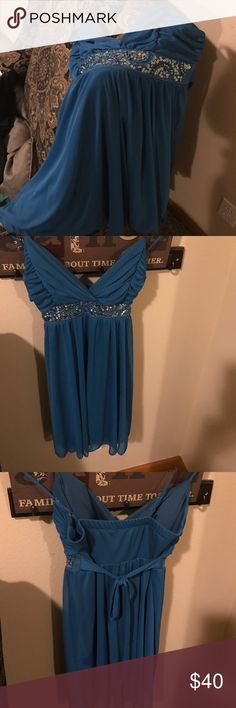 Splendid Turquoise Sleeveless Dress size L Fun and flirty and just above the knee this dress is perfect for a night of fancy fun!  Sparkly and and flowing this dress is very comfortable and non constricting which means you don't have to sacrifice comfort for style. The skirt has great flow and so it's great for dancing!  Perfect length above the knee so still fun and cute without worry about it being too short. Very flattering to most body types; stretchy fabric, adjustable straps and a tie…