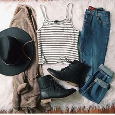 Hipster outfit black hat cuffed boyfriend jeans bf ankle boots striped shirt cardigan --> Go over this board & find extra looks like this. Outfits Hipster, Mode Outfits, Casual Outfits, Fashion Outfits, Fashion Clothes, Clothes Uk, Style Clothes, Hipster Boots, Hipster Clothing