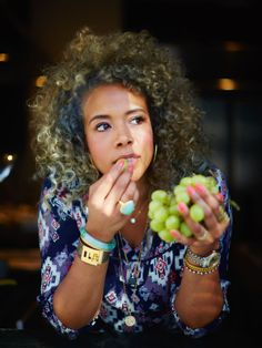 Kelis (Kelis Rogers) (August 21, 1980) American singer and songwriter.