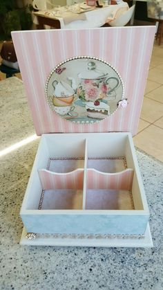 Painted Jewelry Boxes, Decoupage Printables, Decoupage Box, Tea Box, Diy Home Crafts, Wood Boxes, Diy Projects To Try, Shabby, Handmade