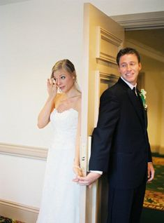 Great Wedding Day Photo Idea - Bride and Groom not 'seeing' each other before the wedding