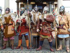 Modern re-enactors, Wulfheodonas (UK), wearing replicas of Vendel-style & Anglo Saxon gear based on archaeological find. Viking Reenactment, Viking Costume, Medieval Costume, Viking Men, Viking Life, Anglo Saxon History, British History, European History, American History