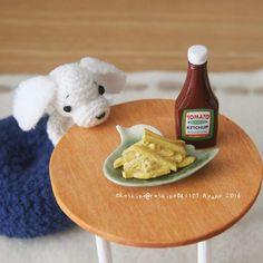 チャーミー真剣に机の上のフライドポテトを見つめるじぃっ  Charmy seriously staring at french fries on the table stare  #amigurumi #crochet #handmade #miniature #rement #toy #toys #megahouse #dollhouse #frenchfries #ketchup #puppy #Roshino #RoshinoAyano #kawaii #cute #あみぐるみ #かぎ編み #ハンドメイド #ミニチュア #ドールハウス #リーメント #メガハウス #食玩 #おもちゃ #ロシーノ #子犬 #ポテト #見つめる by roshino041103