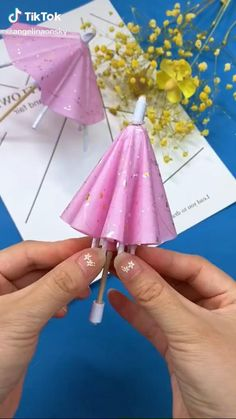 Cool Paper Crafts, Paper Crafts Origami, Diy Crafts For Gifts, Diy Home Crafts, Creative Crafts, Fun Crafts, Diy Paper, Paper Flowers Craft, Handmade Crafts
