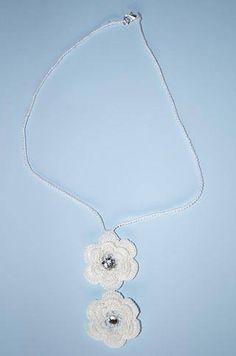 Dovete fare un #regalo? Niente è meglio di un prodotto #handmade, come queste collane realizzate all'#uncinetto, disponibili qui: http://www.gianclmanufatti.com/#!collane-uncinettomacram/cc01