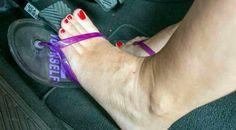 Conducir con chanclas puede ser motivo de sanción, de hasta 80 euros.. Flip Flops, Sandals, Women, Cut Up Tees, Short Shorts, Over Knee Socks, News, Shoes Sandals, Slipper