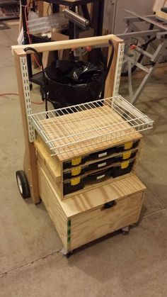 Mobile Toolbox and Work Station: 5 Steps Workshop Storage, Home Workshop, Tool Storage, Modular Storage, Workshop Ideas, Garage Workshop, Router Projects, Diy Wood Projects, Woodworking Projects