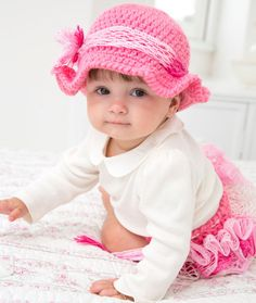 Country Baby Diaper Cover & Hat Free Crochet Pattern from Red Heart Yarns What a great way to use ruffled yarn! Crochet Baby Clothes, Crochet Girls, Crochet Baby Hats, Crochet For Kids, Baby Knitting, Free Crochet, Crochet Summer, Baby Patterns, Knitting Patterns