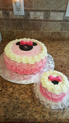 Minnie Mouse first birthday cake with ombre buttercream! #lovemyhobby