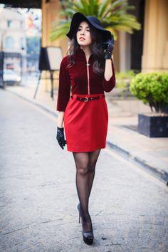 Đầm đỏ nhung cổ cao