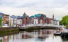 Irlanda: Com enormes castelos e parques nacionais nos quatro cantos do país e considerada um dos países mais ricos da Europa, a Irlanda é uma terra nublada e chuvosa praticamente o ano inteiro. A sua capital, Dublin, é um dos destinos mais procurados por quem visita o país. Galway fica logo atrás e não é à toa, já que foi considerada a cidade mais amigável do mundo em 2015.
