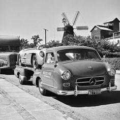 Dänische Windmühle: Mercedes Renntransporter auf Durchreise