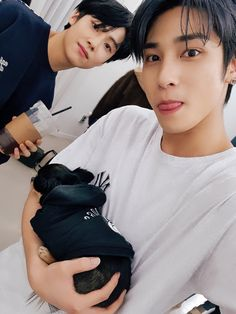 Ketika anak bisa jadi apa aja I don't know, i'll continue to write this book or not after i hear the breaking news. Guys I'am so sorry for slow update and t. Yohan Kim, Korean Boy Bands, Kpop Boy, K Idols, New Music, Lgbt, Black Hair, Rapper, Boyfriend