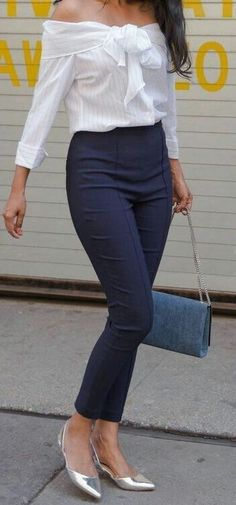 Stylish brunette in navy blue pants and off-the-shoulder striped top - moda rgp - Mens, Women's Outfits Work Fashion, Modest Fashion, Fashion Outfits, Womens Fashion, Fashion Trends, Daily Fashion, Trending Fashion, Fashion Sale, Cheap Fashion