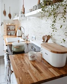Such a warm and cozy kitchen style . I love the wooden countertop! Do you agree? Elegant Home Decor, Elegant Homes, Cheap Home Decor, Boho Kitchen, Wooden Kitchen, Kitchen Decor, Budget Home Decorating, Home Improvement Loans, Cuisines Design