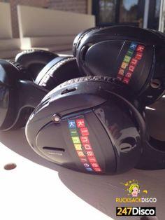 Silent Disco Party Leise disco rucksack disco mieten www.247disco.de /Telefon 015739275975. Bei einer Silent Disco kann dann jeder durch einen Schalter an seinem drahtlosen Kopfhörer selbst zwischen zwei unterschiedlichen Musiktiteln wählen, das macht den Abend schon einmal wesentlich abwechslungsreicher. Dazu kommt dann noch, das die Lautstärke, welche ebenfalls direkt am Kopfhörer für jeden individuell einstellbar ist. Diese beiden Funktionen machen die Kopfhörer-party zu einem absoluten…