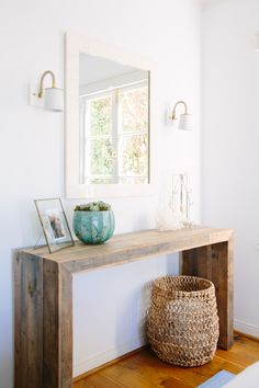 Rustic hallway table decor rustic front entry table gorgeous front hallway table with best narrow hallway Hall Table Decor, Rustic Hallway Table, Decoration Hall, Entryway Console Table, Entry Tables, Entryway Decor, Room Decor, Entryway Ideas, Console Tables