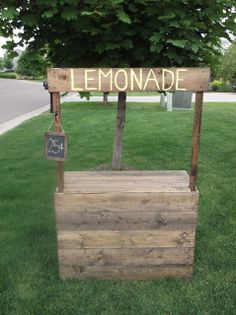 Sunshine on the Inside: Our Lovely Lemonade Stand, love the stain
