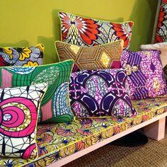 <p>Les canapés s'illuminent avec les <strong>coussins colorés</strong> et inspirés de Maison Malou. La marque propose également des matelas très sympas pour...