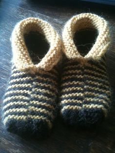 Toddler knit booties