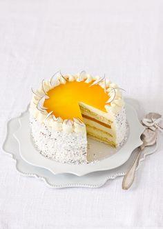 Die Pfirsich-Kokos-Torte wird beim nächsten Kaffeekränzchen alle Blicke auf sich ziehen. Diese Profi-Torte stammt von Dorothea Steffens von Steffens Feines.