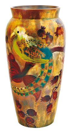 Zsolnay - Váza , paradicsommadaras, naspolyaágas díszítéssel, 1900-as évek eleje Fazonszám: 5650, M: 33,5 cm Jelzés: domború körpecsét, Restaurált 2011/ká 750e