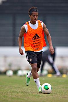 Giovani Dos Santos en el entrenamiento de la Seleccion Mexicana en el estadio Sao Januario de Vasco da Gamma