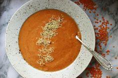 polévka z červené čočky s rajčátky