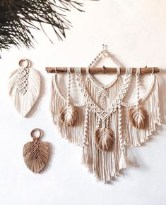Macrame Wall Hanging Patterns, Large Macrame Wall Hanging, Macrame Plant Hangers, Macrame Patterns, Weaving Projects, Macrame Projects, Diy Craft Projects, Crafts, Macrame Design